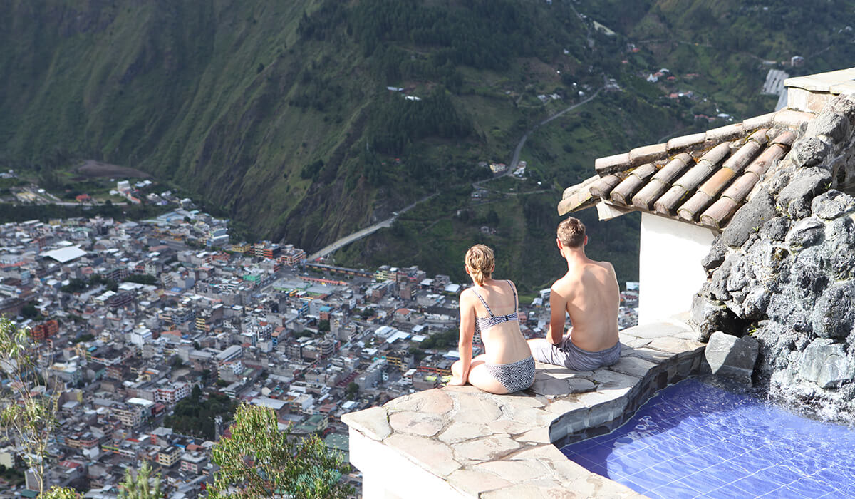 Why is Baños a great starting point for your day trips?