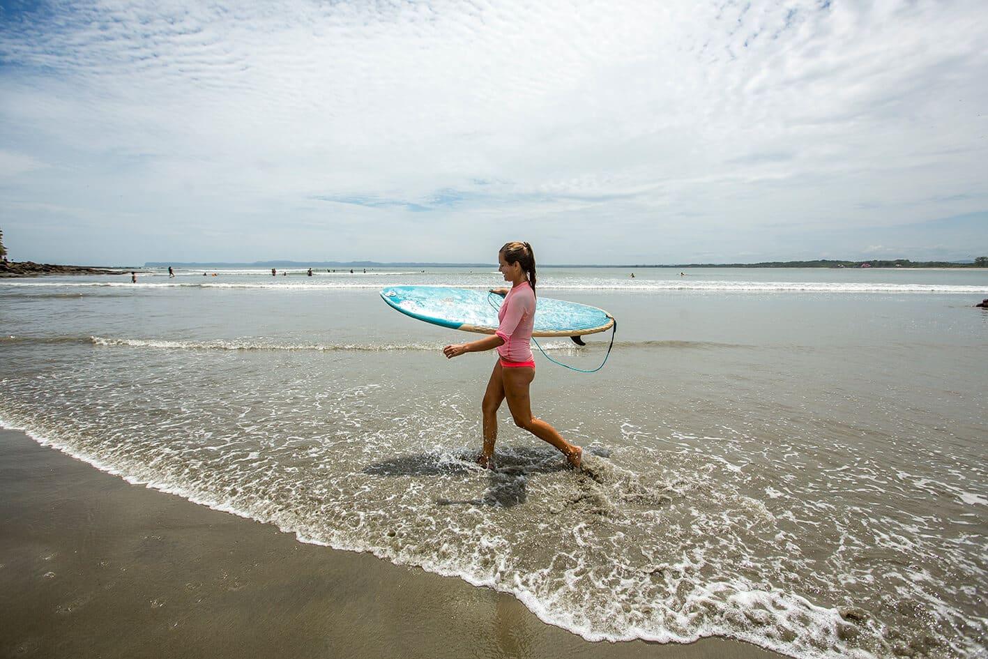 Montanita Ecuador surfing